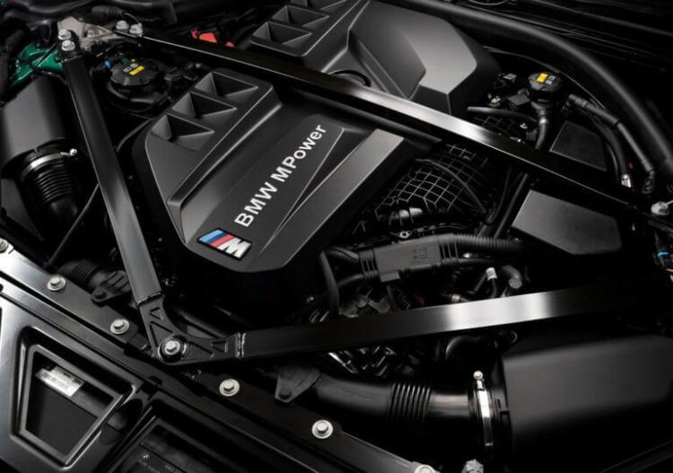 bmw-m3-sedan-competition-fotograflari-1