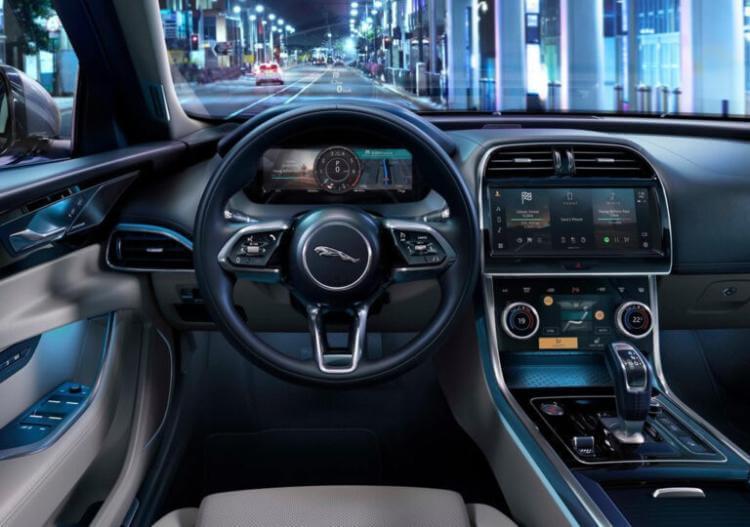 yeni-jaguar-xe-2021-model-ozellikleri-kokpit-resmi